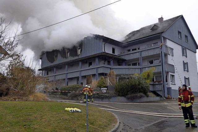 Flammen zerstören Wohnhaus