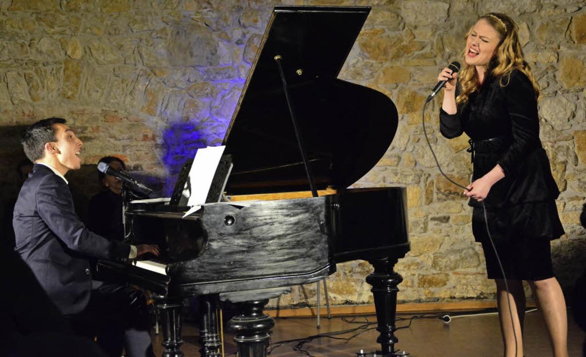 Der Lörracher Julian Moehring und die ...en Feuerwache ein gemeinsames Konzert.  | Foto: Barbara Ruda