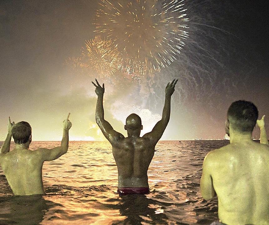Ausgelassene Stimmung an Rios Copacabana    Foto: dpa