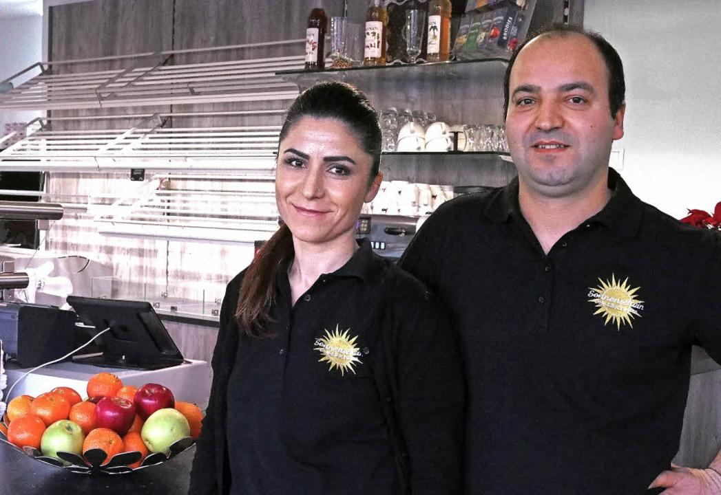 Hediye und Hüseyin Capan in Herten deu...hes Brot und türkische Spezialitäten.   | Foto: Boris Burkhardt