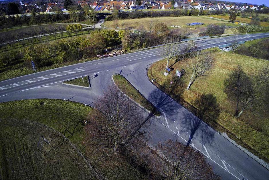 Die Ebringer wünschen sich statt der Kreuzung einen Kreisverkehr. (Foto: Michael Saurer)