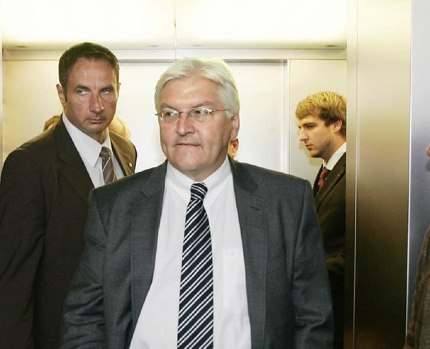 Steinmeier im Aufzug  | Foto: Roland Weihrauch