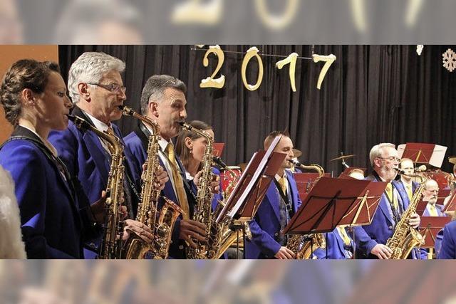 Blasmusikorchester glänzt beim Neujahrskonzert mit Anspruch