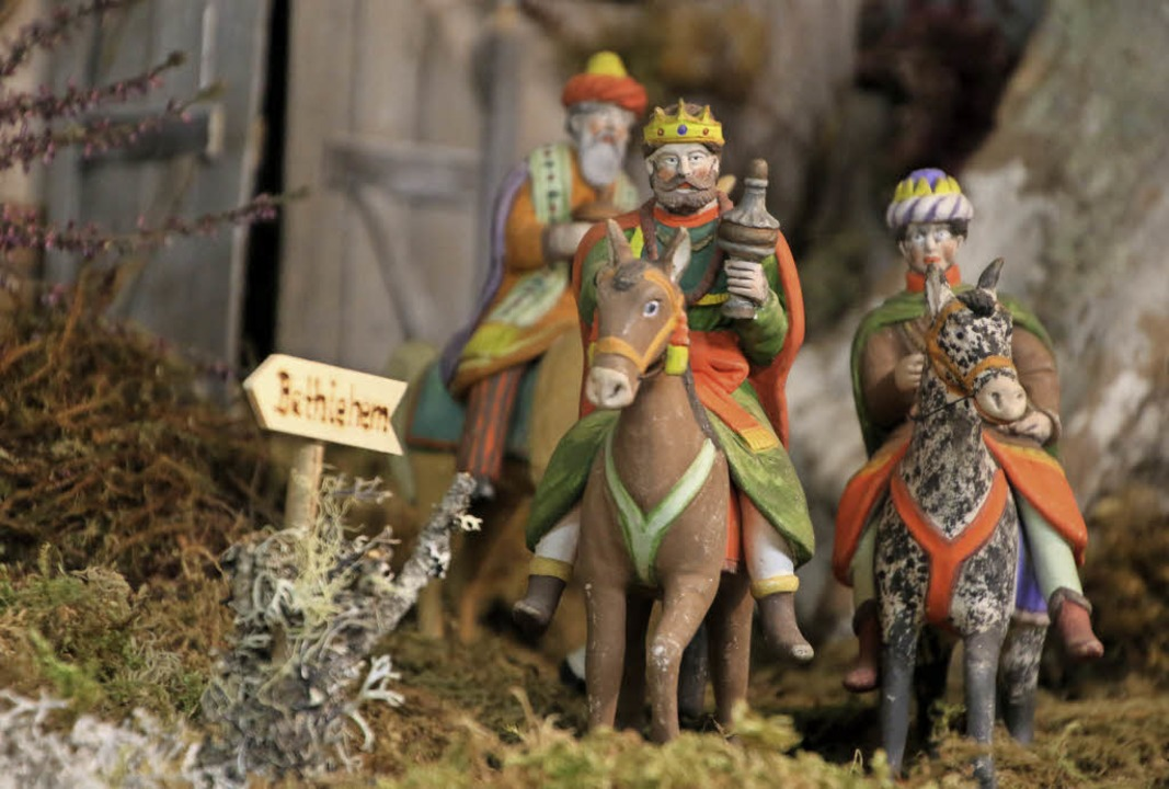Ist einer schwarz?  Die Heiligen Drei ...ischen Weihnachtskrippe mit Tonfiguren  | Foto: dick