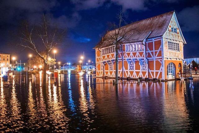 Etliche Schäden durch die stärkste Sturmflut seit 2006