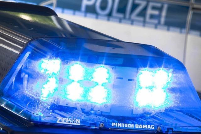 Autofahrer in Emmendingen prallt gegen Mauer und haut ab
