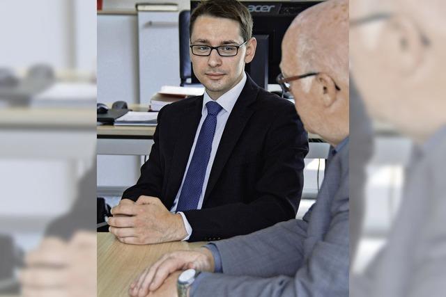 Ein junger Bürgermeister und sein Vorgänger sprechen über ihre Arbeit