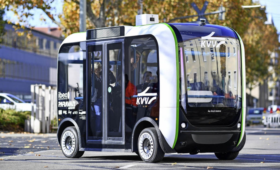 Ein autonom fahrender Elektro-Mini-Omnibus ist in   Karlsruhe im Testbetrieb.   | Foto: dpa