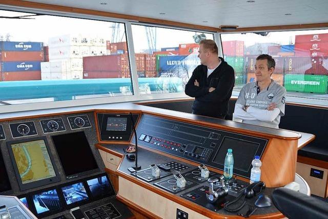 Niedriger Pegel erschwert Rheinschiffern die Arbeit