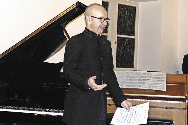 Flügel trifft auf verstimmtes Klavier
