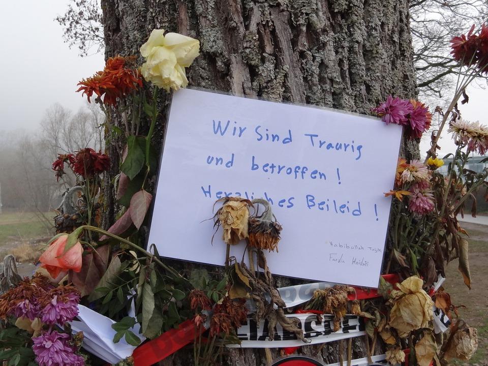 Gedenken an der Dreisam für Maria L.  | Foto: Joachim Hahne