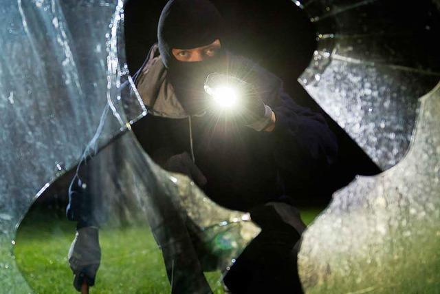 Einbruch in Geschäft in Lörrach – Täter schlägt Scheibe ein