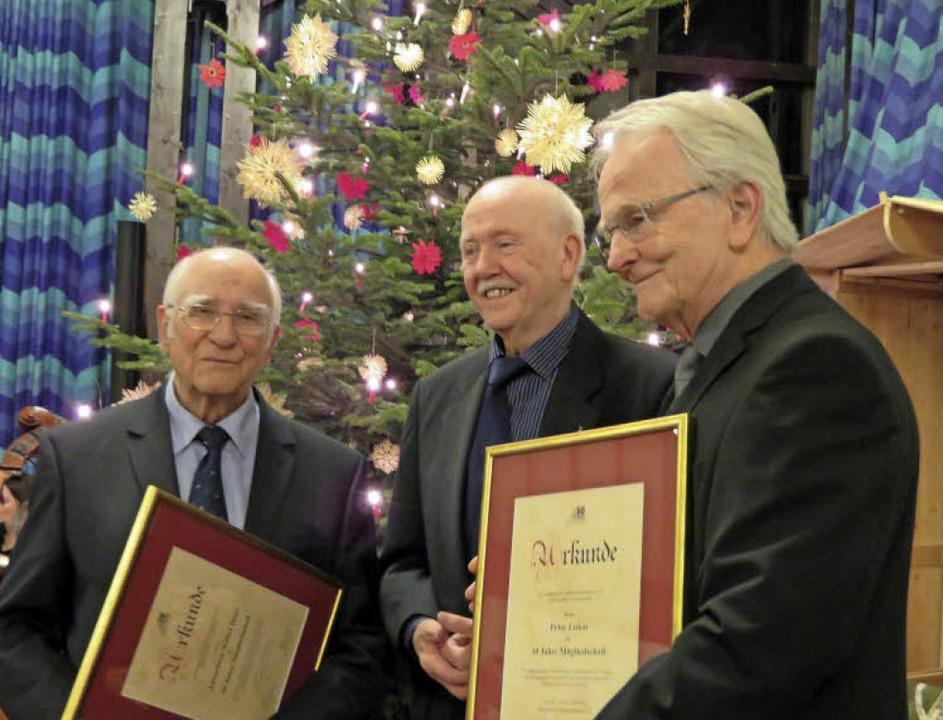 Ehrung für die Bürgervereinsgründer: D...beide sind seit 50 Jahren Mitglieder.   | Foto: privat