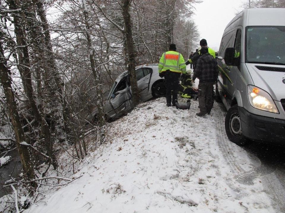 Vier Autos sind auf der A5 bei Efringen-Kirchen ineinandergekracht.  | Foto: Polizei