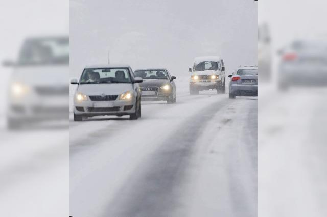 Klaus Ziegler von der Verkehrswacht zum Fahren auf schneebedeckter Fahrbahn