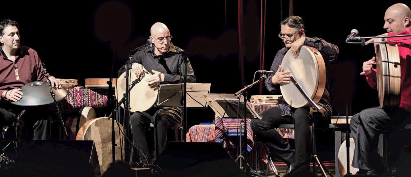 Murat Coskun (links) & Co.: die Masters Of Frame Drums in Freiburg  | Foto: Ellen Schmauss