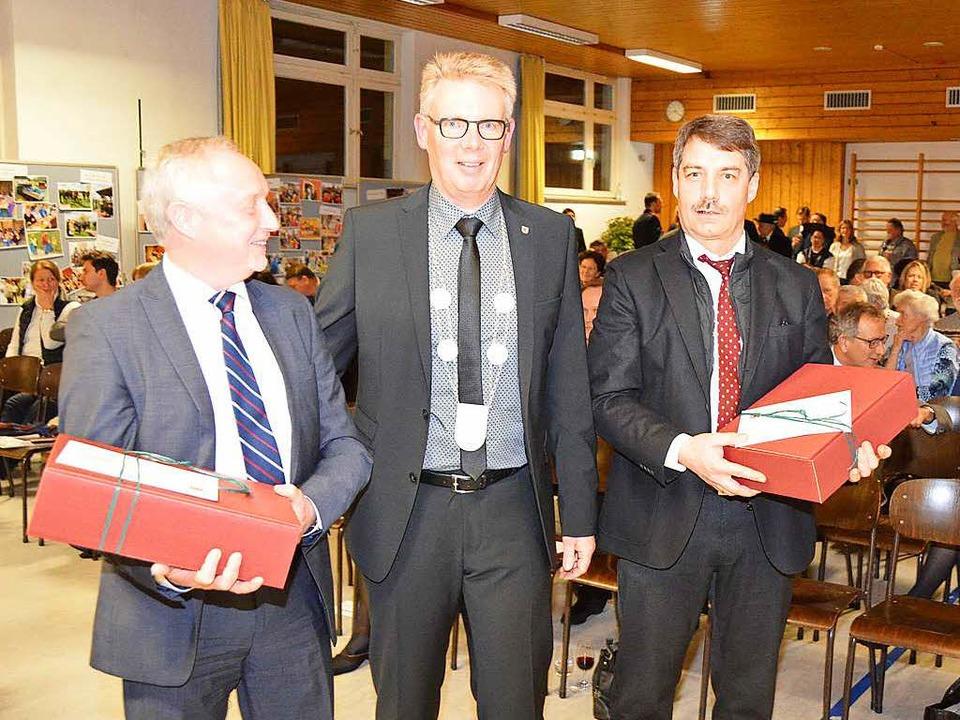 Für ihre Unterstützung dankte Bürgerme... Zängerle (links) und Kurt Hartenbach.  | Foto: Manfred Frietsch
