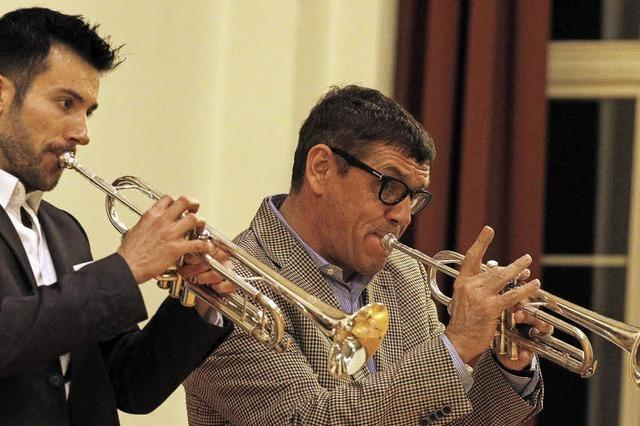 Lehrer und Schüler an der Trompete