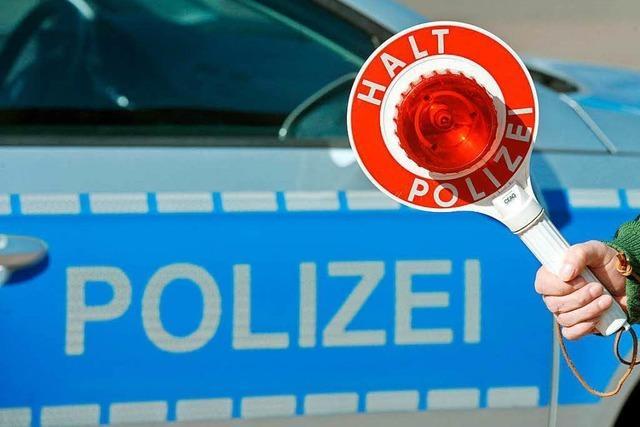 Roter 3er-BMW geflüchtet – Zeugen gesucht