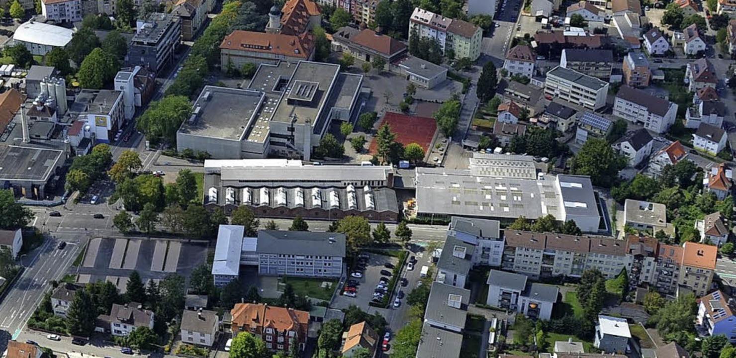 Das frei werdende Kirsch Areal (Mitte)...#8220;, dem Areal der Kronen-Brauerei.  | Foto: Ralf Burgmaier