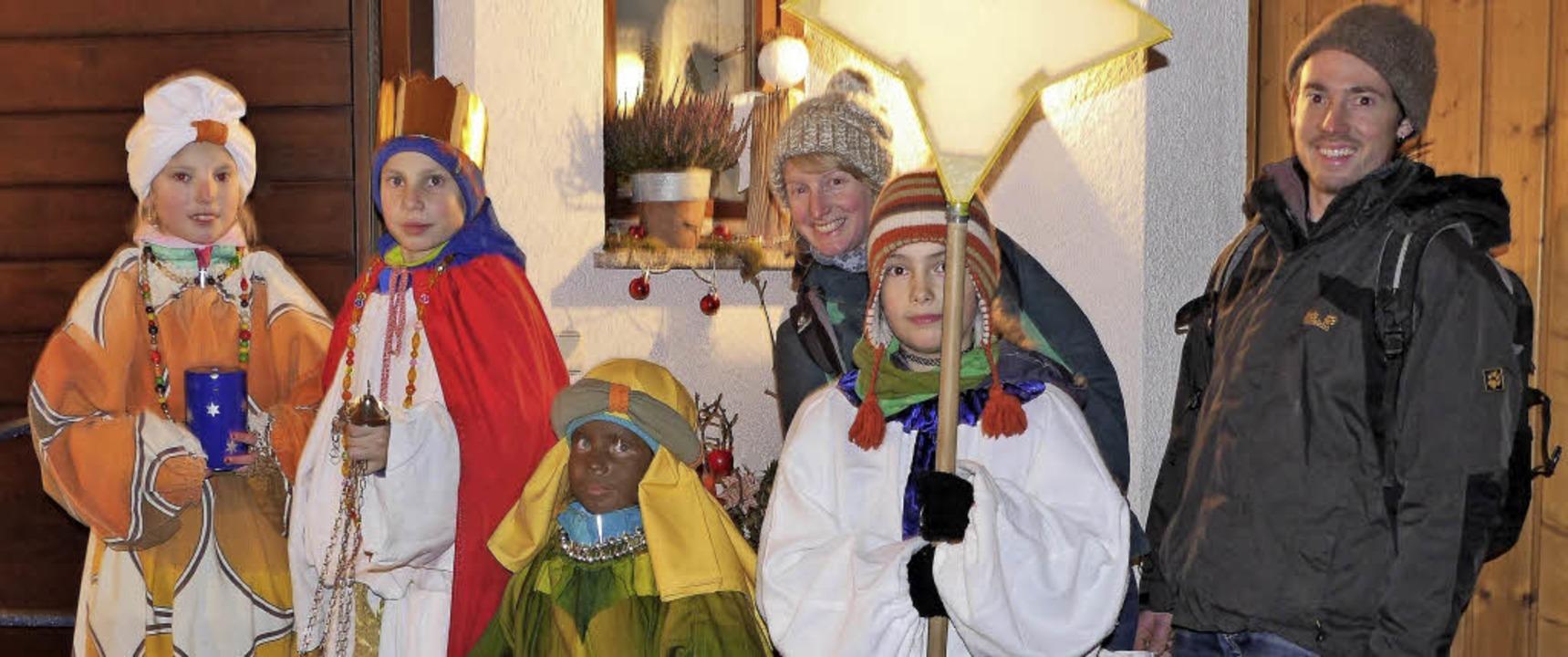 Die Sternsinger der Gruppe Saskia und ...en in der Kernstadt Wehr unterwegs.     | Foto: Hansjörg Bader