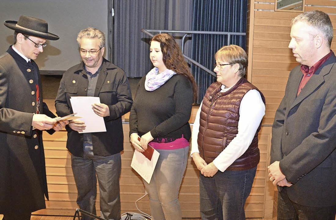 Bürgermeister Helmut Mursa ehrte die S... Klingk und  Thomas Pitz (von links).   | Foto: Manfred Frietsch