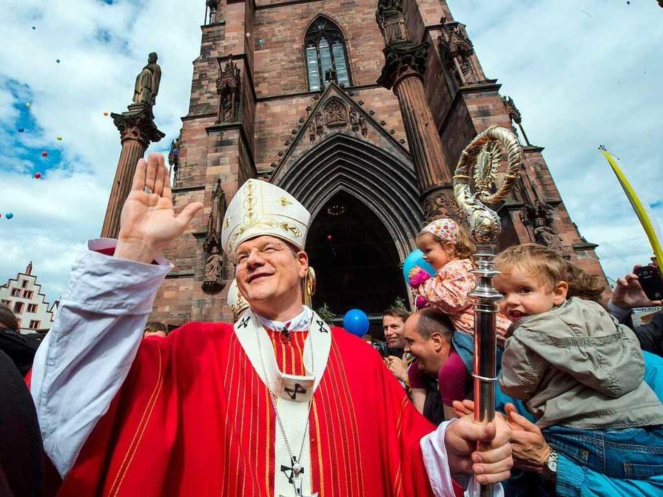 Stopp! Erzbischof Stephan Burger dulde... im Münster. Das wäre ja noch schöner.  | Foto: dpa