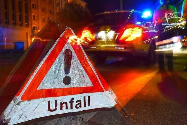 Fahrer kann sich nach schwerem Unfall auf A5 selbst befreien