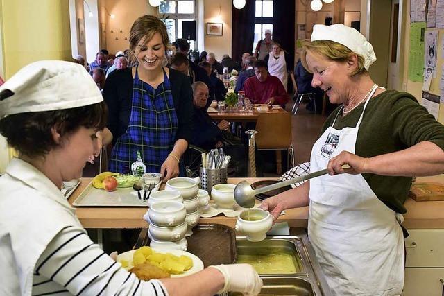 Freiburger Essenstreff bietet Obdachlosen ab sofort nachmittags eine Wärmestube an