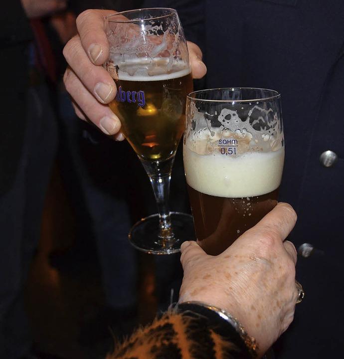 Wohl bekomm's: Hauptsache Bier, sagten sich die meisten.  | Foto: Ingrid Böhm-Jacob