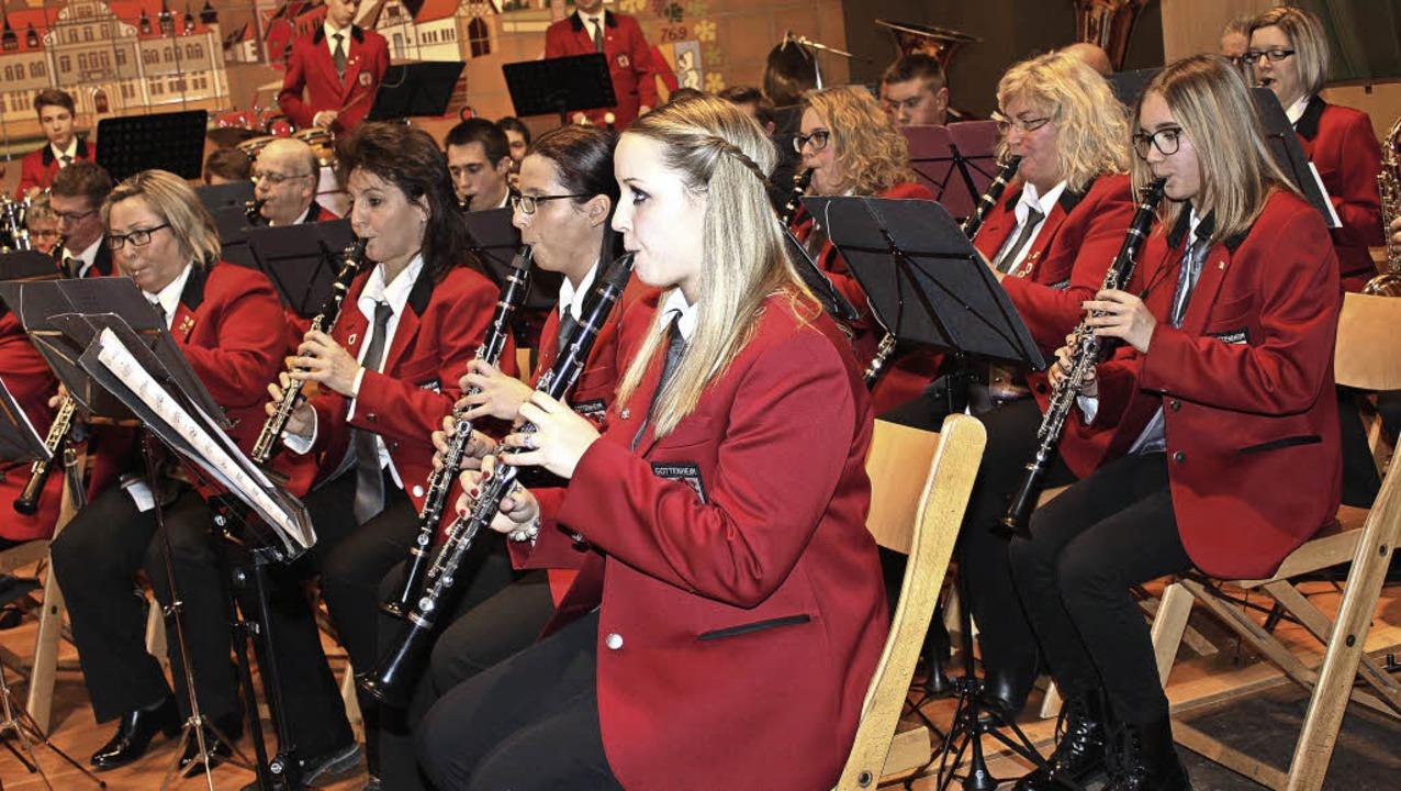 Der Gottenheimer Musikverein bei seinem Jahreskonzert in Bötzingen   | Foto: Mario Schöneberg