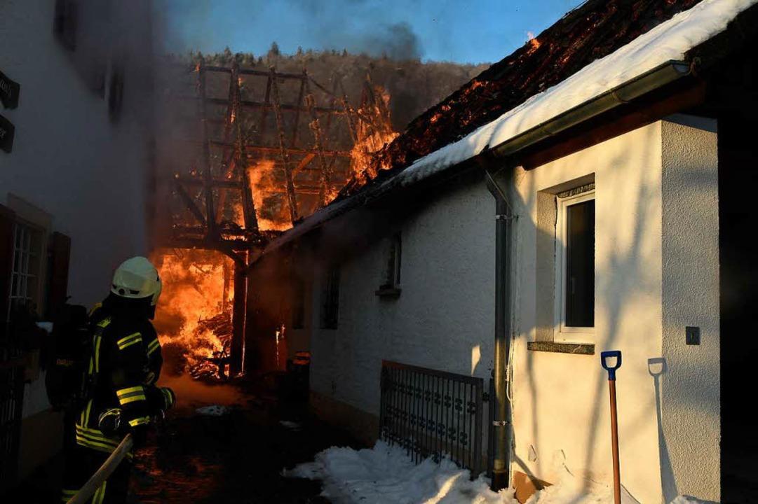 Großeinsatz für die Feuerwehr in Sehringen.  | Foto: Volker Münch