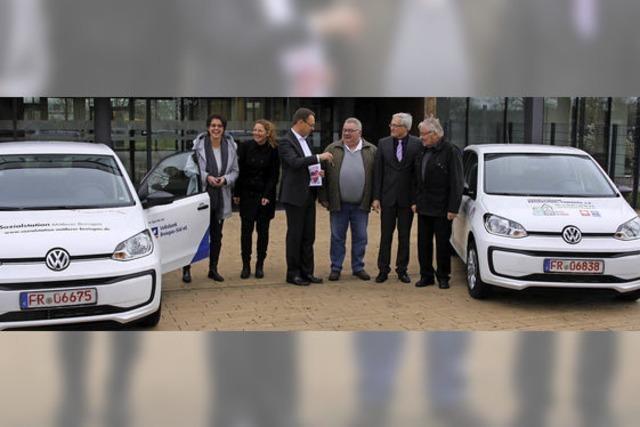 Volksbank spendet Sozialstationen zwei neue Autos