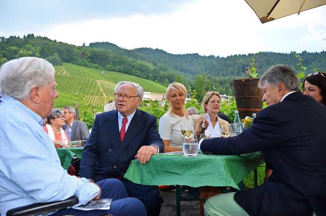 Mitten im Burda-Weinberg, wo der Franz...chst, kamen die Burda-Brüder zusammen.  | Foto: Ralf Burgmaier