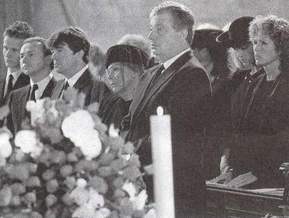 Franz Burda junior, Aenne Burda, Fried...6 bei der Trauerfeier für den Senator.  | Foto: stadtarchiv