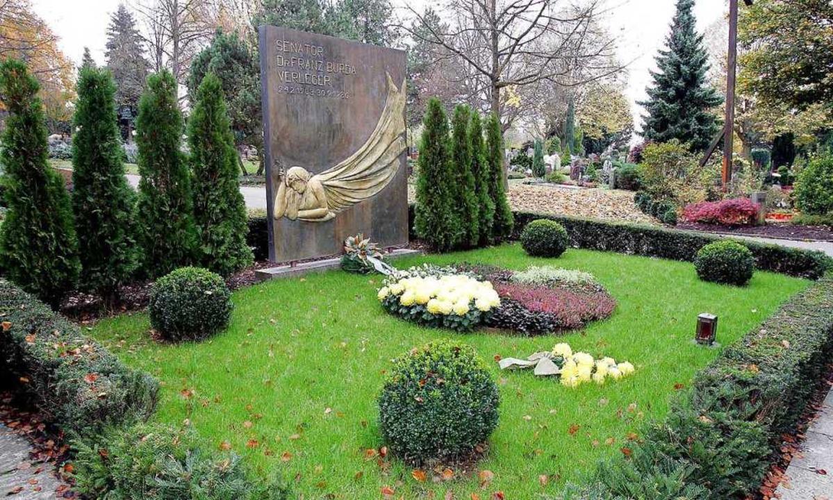 Das Familiengrab der Burdas auf dem Offenburger Weingartenfriedhof.  | Foto: Peter Heck