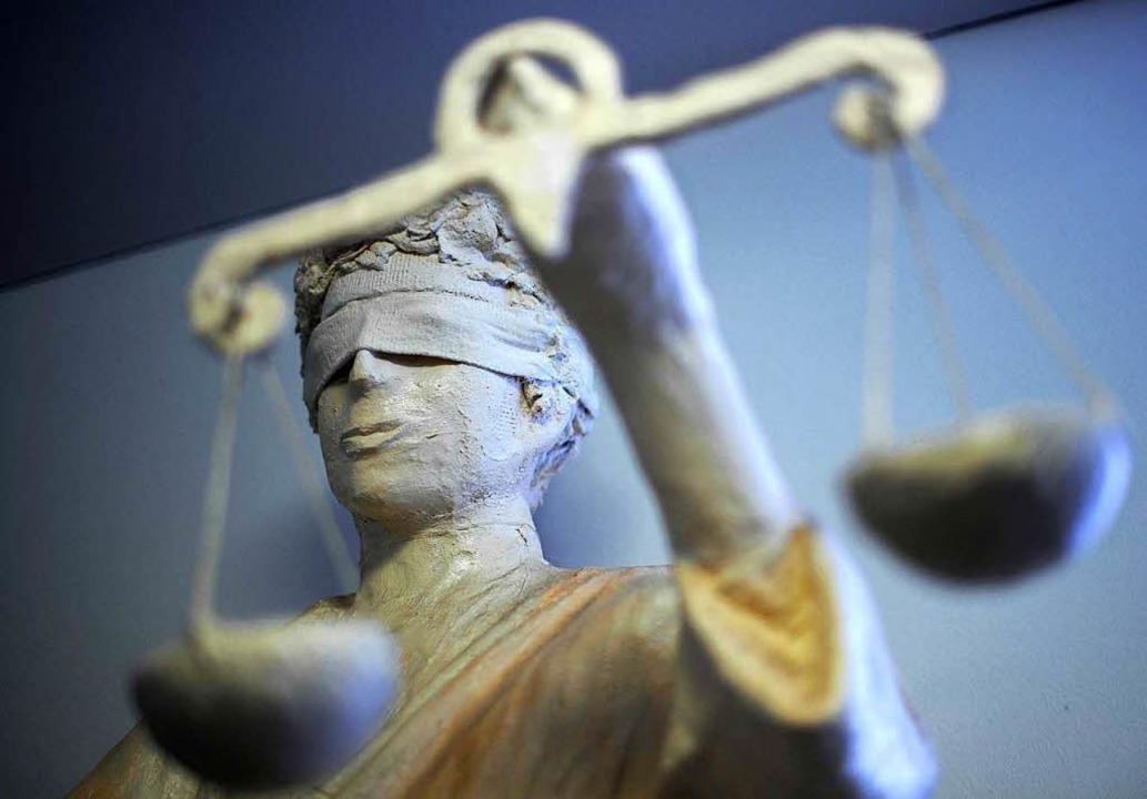 Ein 25-Jähriger, der mutmaßlich seine ...tötete, steht in Freiburg vor Gericht.  | Foto: dpa