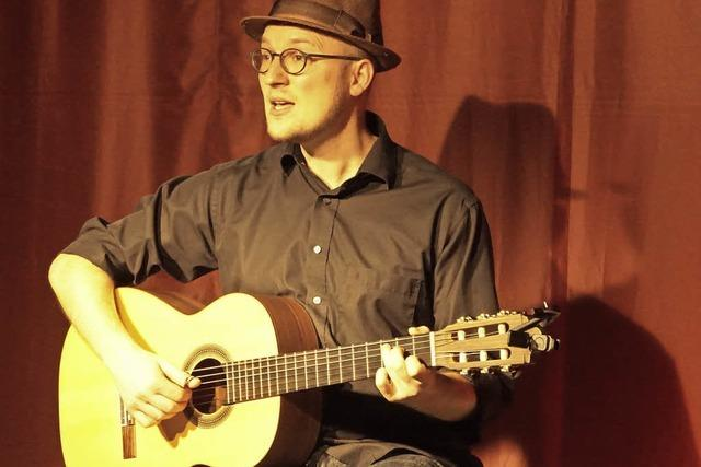 """Julian Rombach singt auf der Kleinkunstbühne """"Fenster"""""""