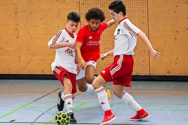Jugendfußball-Turnier: Trainer von West Ham United besucht Lörrach