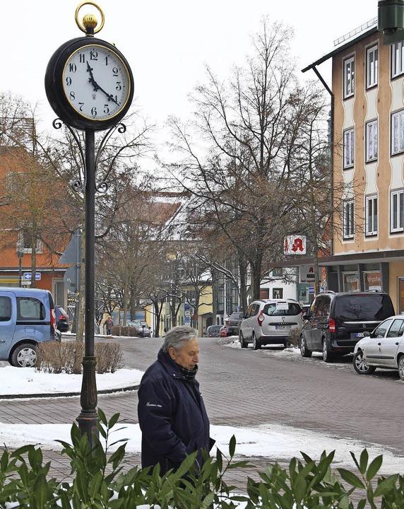 Die Zeit für freie Fahrt auf der Karls... dem die Parkplätze wegfallen sollen.   | Foto: Günter Vollmer