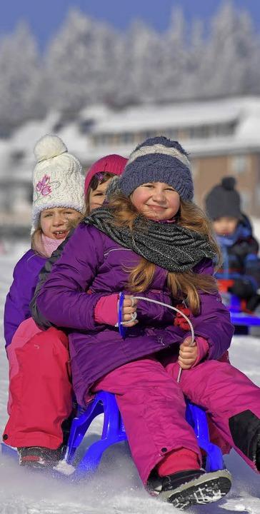 Ob als Rodeltrio oder zu zweit auf dem...ller,  Spaß im Schnee war garantiert.     Foto: Wolfgang Scheu