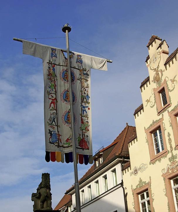 Nette Sache. das Fahnenhissen der Althistorischen Narrenzunft   | Foto: Archivfoto: hsl