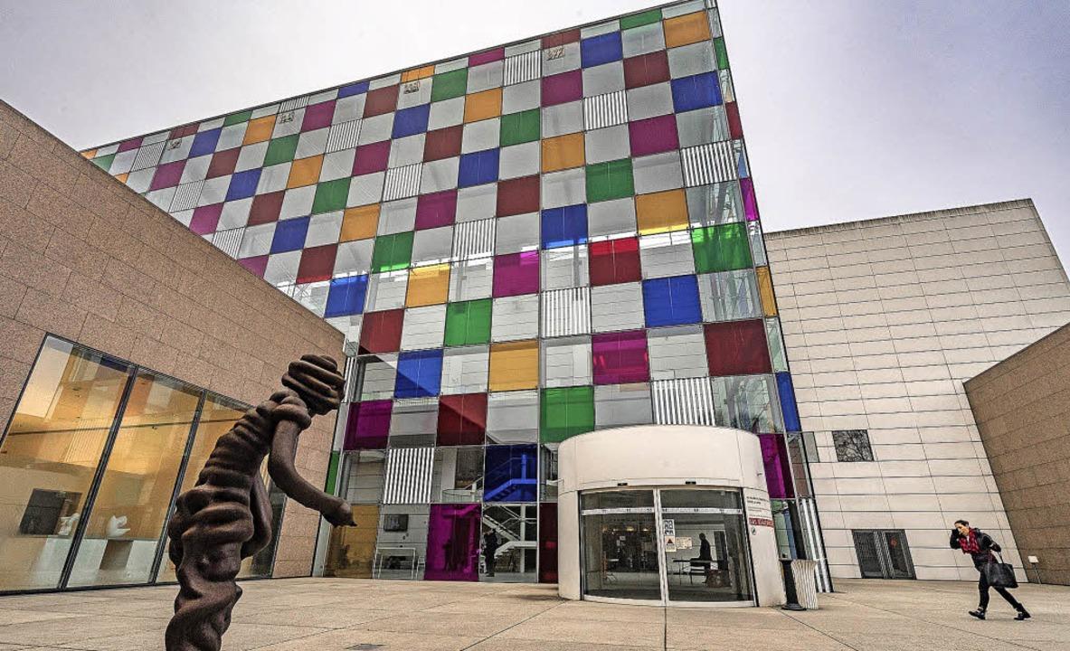 Noch verzieren bunte Quadrate die Fass...ür moderne und zeitgenössische Kunst.   | Foto: teli