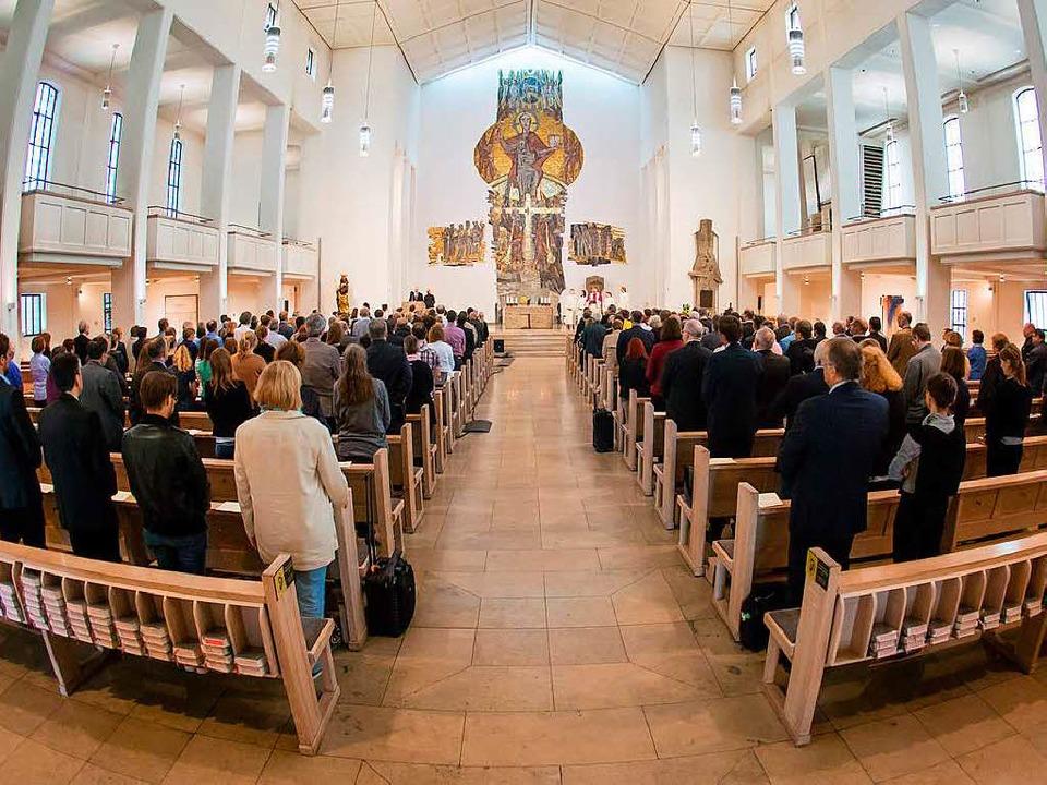Neue Formen des Gottesdienstes, um junge Menschen zu erreichen.  | Foto: dpa