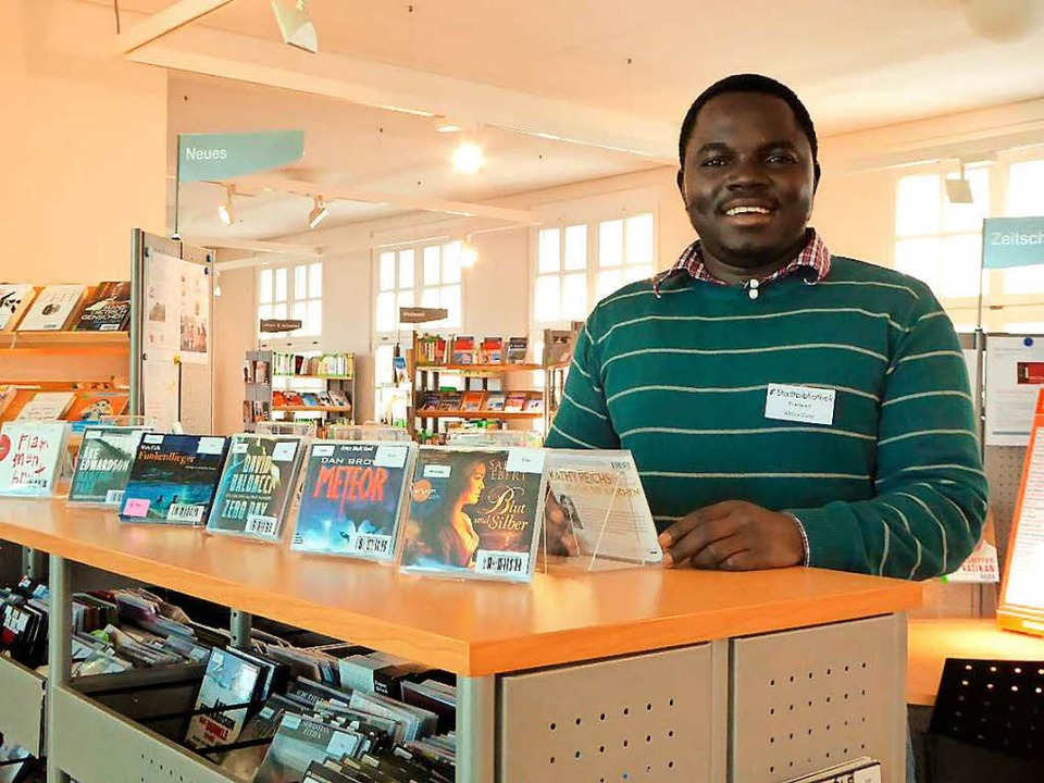 In der Stadtbibliothek Neuenburg absol...Abdou Suso ein vierwöchiges Praktikum.  | Foto: Privat