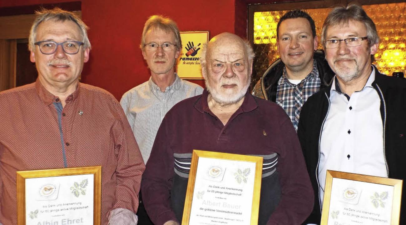 Albin Ehret, Albert Bauer und Reinhold...und 65-jährige Mitgliedschaft geehrt.   | Foto: Astrid Heitzmann
