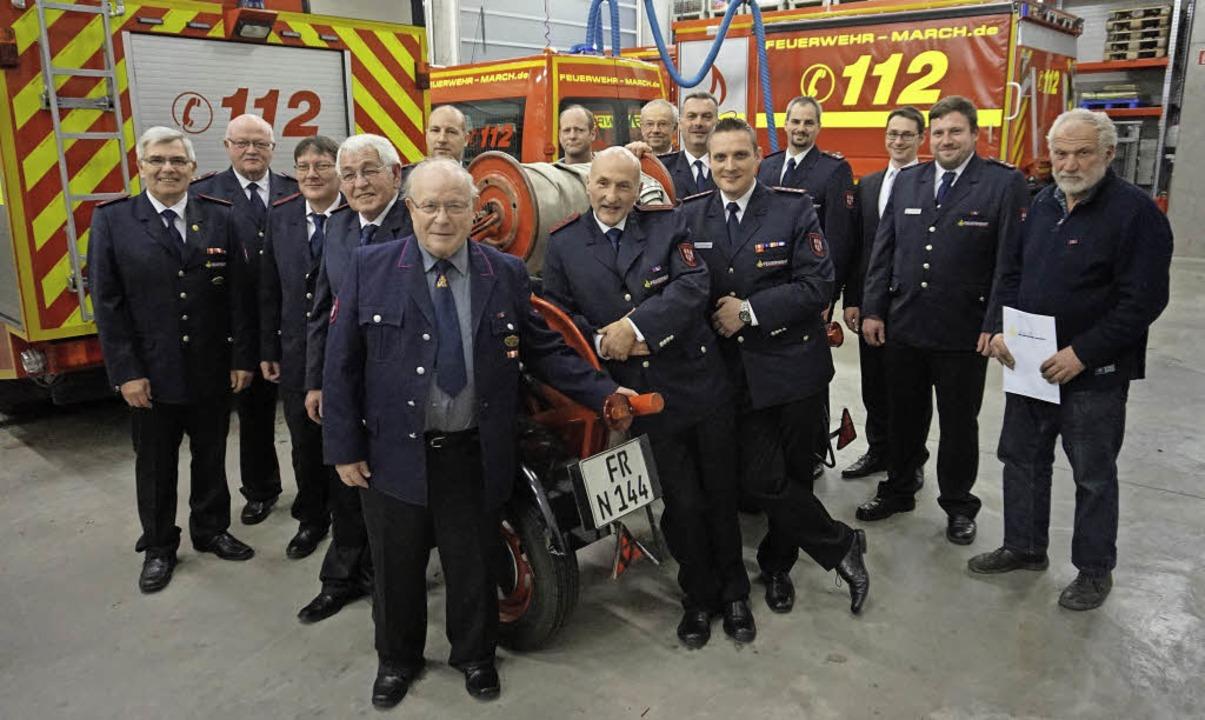 Etliche Feuerwehrkameraden konnten ihr... von rechts, vorne)  entgegen nehmen.   | Foto: Julius Steckmeister