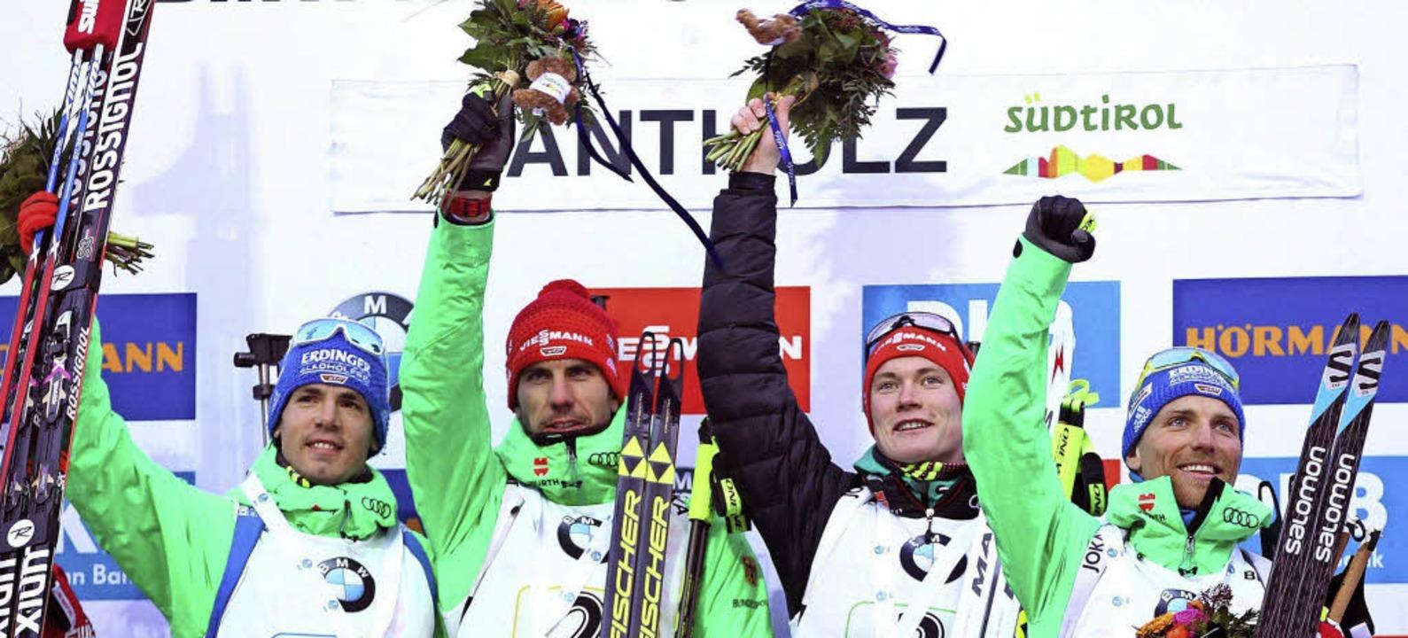 Die siegreiche deutsche Biathlonstaffe...s)  Schempp, Peiffer, Doll und Lesser   | Foto: DPA