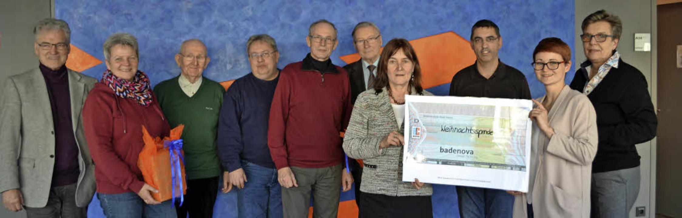Freuten sich über die Spende (v.l.): A... von Badenova überreichte den Scheck.     Foto: reimold