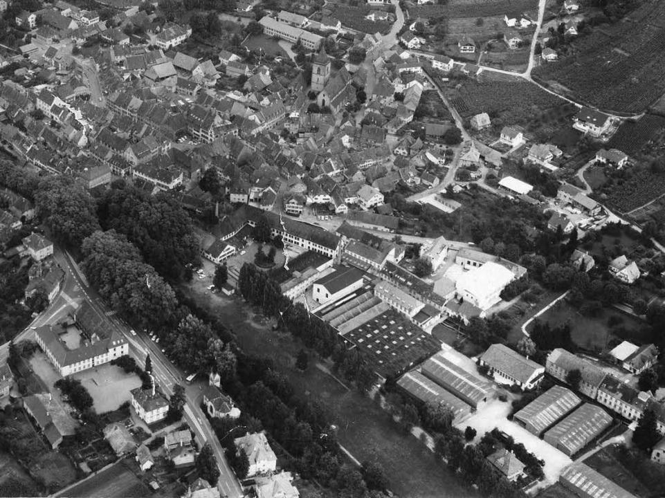 Luftbild von 1969, noch ohne  Anna-Brü...ch  Hallen der Bundeswehr zu erkennen.  | Foto: Stadtarchiv Staufen